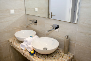 milos villa sosanna bathroom
