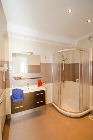 milos villa sosanna shower